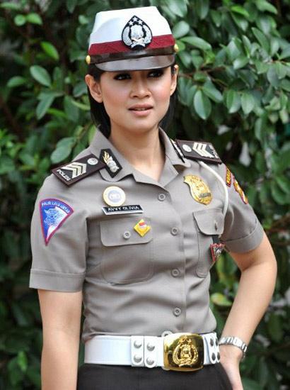 Di antara polisi-polisi cantik tersebut terdapat, Brigadir Avvy Olivia